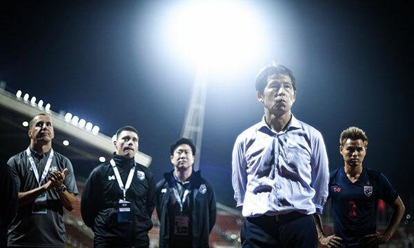 Nishino mới nhậm chức ở Thái Lan hồi cuối tháng Bảy và chỉ trực tiếp làm việc với các cầu thủ từ hôm 27/8. Ảnh: Siam.