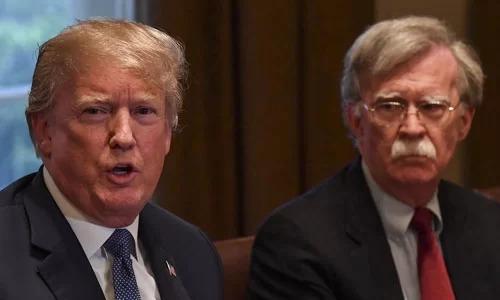 Trump (trái) và John Bolton trong một cuộc họp ở Nhà Trắng năm 2017. Ảnh: Reuters.