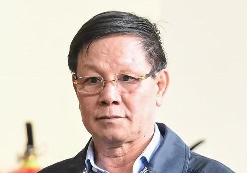 Bị cáo Phan Văn Vĩnh trong phiên xét xử sơ thẩm vụ án Đánh bạc, tổ chức đánh bạc trên mạng nghìn tỷ giữa tháng 12/2018. Ảnh: Giang Huy.