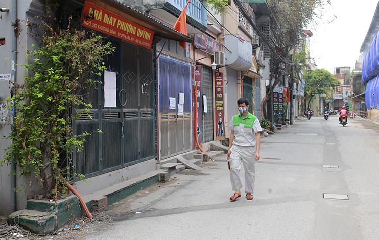 Pho vang quanh nha kho Rang Dong