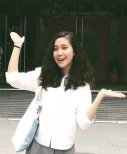 Vũ Phương Thảo đứng trước một tòa nhà ở City Univeristy of Hong Kong. Ảnh: Nhân vật cung cấp