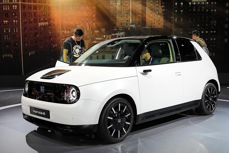 Honda e phiên bản sản xuất giới thiệu tại Frankfurt Motor Show 2019. Ảnh: Carscoops.