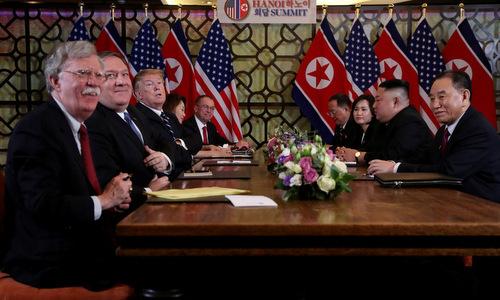 Bolton (ngoài cùng bên trái) tại hội nghị thượng đỉnh Mỹ - Triều lần hai hôm 28/2. Ảnh: Reuters.