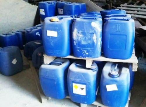 Các thùng chứa hóa chất để sản xuất ma túy bị phát hiện ở Bình Định. Ảnh: Trâm Anh.