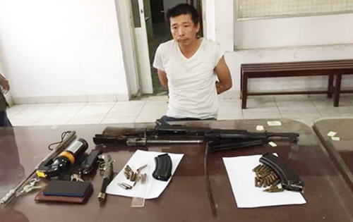 Cảnh sát bắt kẻ bán súng K56 - ảnh 1