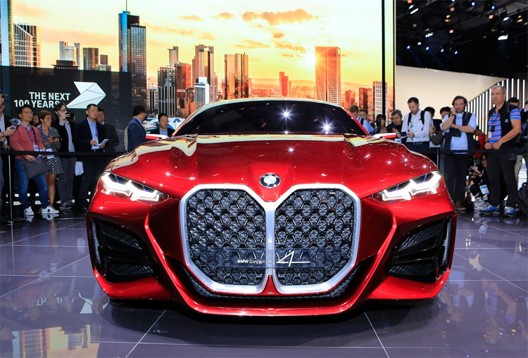 BMW Concept 4 nổi bật với lưới tản nhiệt cỡ lớn - cũng là đặc điểm gây tranh luận khi ra mắt ở Frankfurt. Ảnh: Carscoops