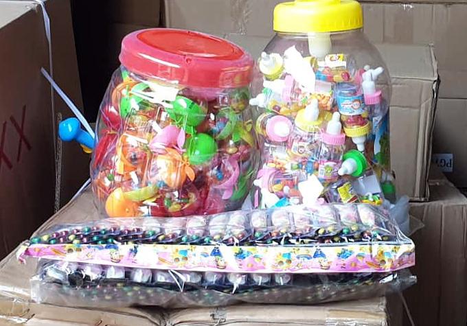Bộ Công an thu 50 tấn bánh kẹo, đồ chơi nhập lậu - ảnh 2
