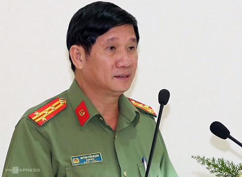 Đại tá Huỳnh Tiến Mạnh trả lời chất vấn tại HĐNDtỉnh Đồng Naihồitháng 8. Ảnh: Phước Tuấn.