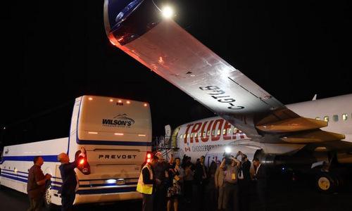 Các phóng viên chụp hư hại ở cánh sau sự cố tối 12/9. Ảnh: Twitter.