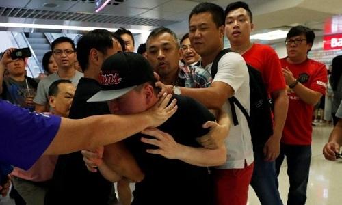 Hai phe bieu tinh o Hong Kong dung do