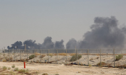 Nhà máy dầu Arab Saudi có thể trúng tên lửa từ căn cứ Iran - ảnh 1
