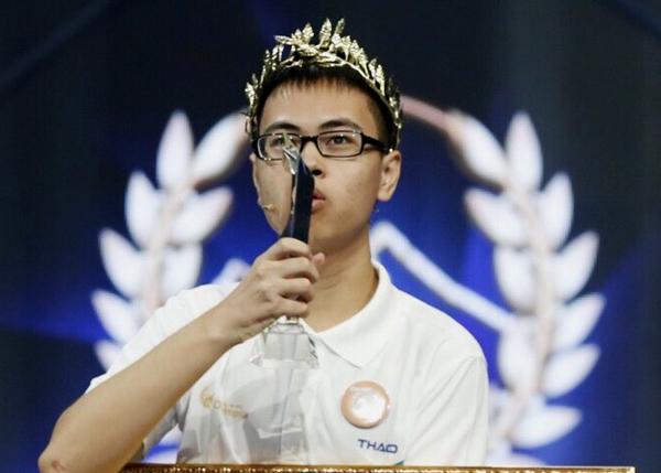 Vòng nguyệt quế của chương trình được trao cho Trần Thế Trung. Ảnh: Đình Tùng