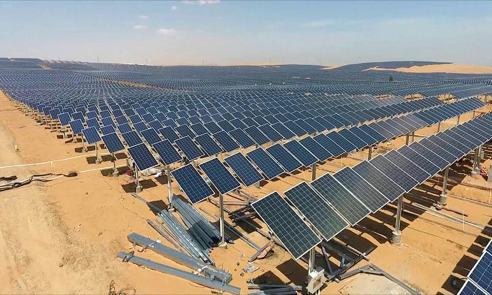 Trang trại điện mặt trời rộng 66,7 km2 giữa sa mạc -