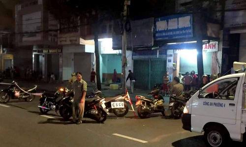 Cảnh sát phong tỏa đoạn đường xảy ra vụ nổ súng. Ảnh: Nam Vinh.