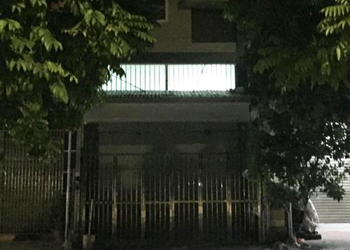 22h ngày 16/9, biển hiệu và biển quảng cáo của lớp mầm non độc lập, tư thục Đồ Rê Mí đã bị gỡ bỏ. Ảnh: Thanh Hùng