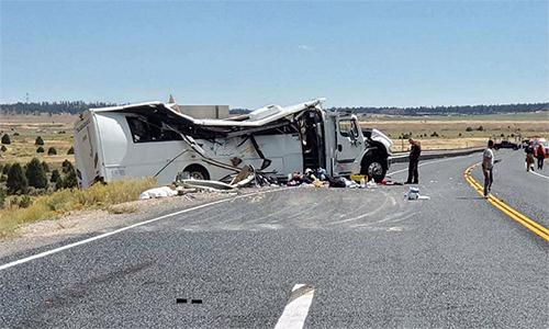 Xe buýt chở du khách gặp nạn