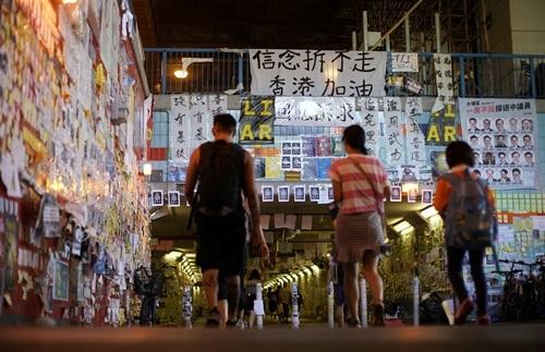 Nguoi ung ho Bac Kinh do thong diep bieu tinh o Hong Kong