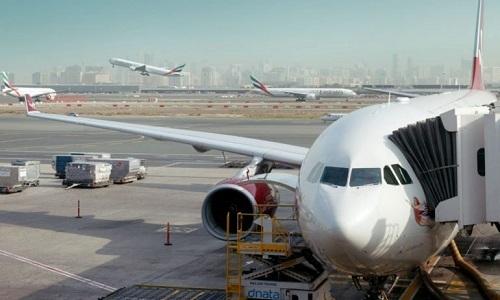 Các máy bay hoạt động tại sân bay quốc tế Dubai ngày 22/9. Ảnh: Reuters.
