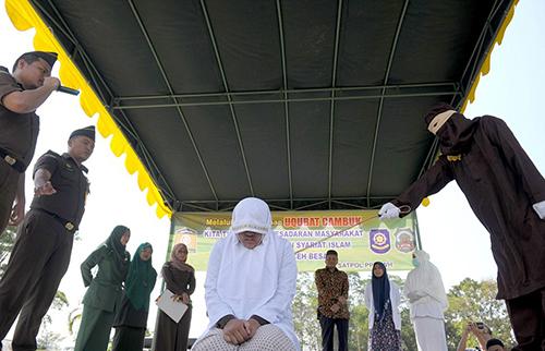 Indonesia hoan bo phieu ve phat tu nguoi ngoai tinh
