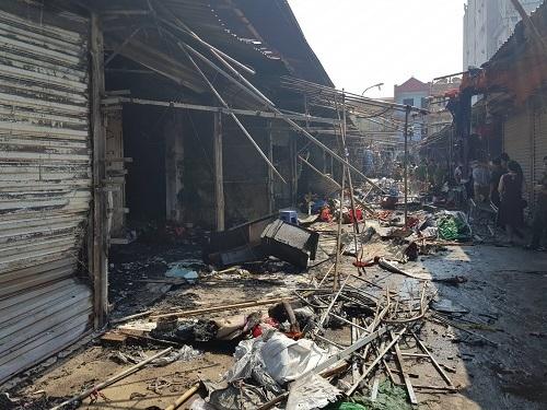 10 kiốt chợ ngoại thành cháy rụi -