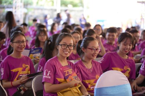 Tân sinh viên tham dự sự kiện