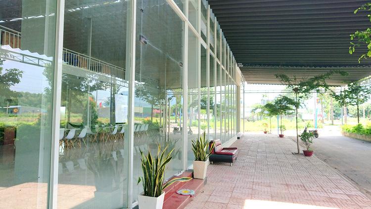 Văn phòng ở xã Châu Pha, thị xã Phú Mỹ đã đóng cửa. Ảnh: Nguyễn Khoa.  Địa ốc Alibaba – nơi đóng cửa, chỗ cầm cự DSC 0296 JPG 1363 1569231928