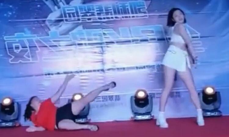 Nữ dancer ''lép vế'' trước đối thủ -