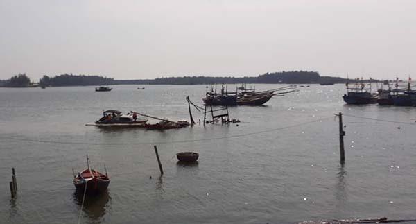 Hiện trường vụ nổ tàu cáTH-91940-TS. Ảnh: Lam Sơn.