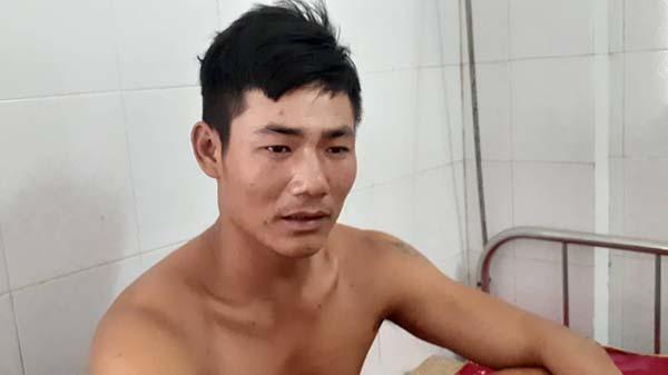 Nạn nhân Đậu Văn Tám may mắn thoát chết sau vụ nổ tàu cá ở Thanh Hoá. Ảnh: Lam Sơn.
