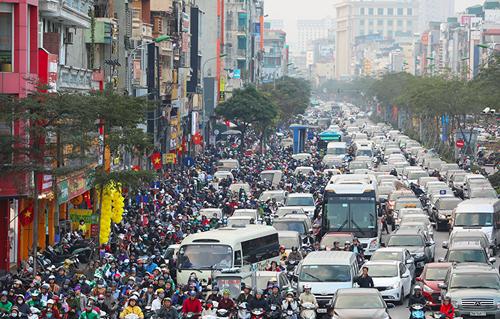 Tình trạng tắc nghẽn trên phố Xã Đàn, Hà Nội. Ảnh: Ngọc Thành.