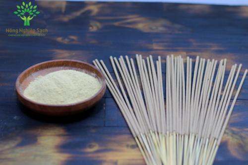 Bột cỏ vetiver là thành phần chính sản xuất hương hồng hạc.