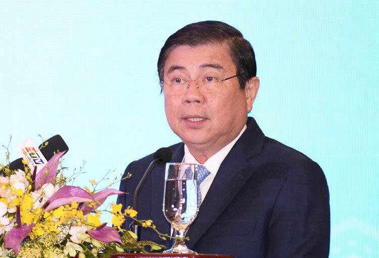 Chủ tịch UBND TP HCM Nguyễn Thành Phong phát biểu tại hội thảo sáng 25/9. Ảnh: Mạnh Tùng.