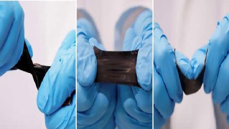 Tấm pin mỏng có khả năng kéo dãn. Ảnh: ETH Zurich