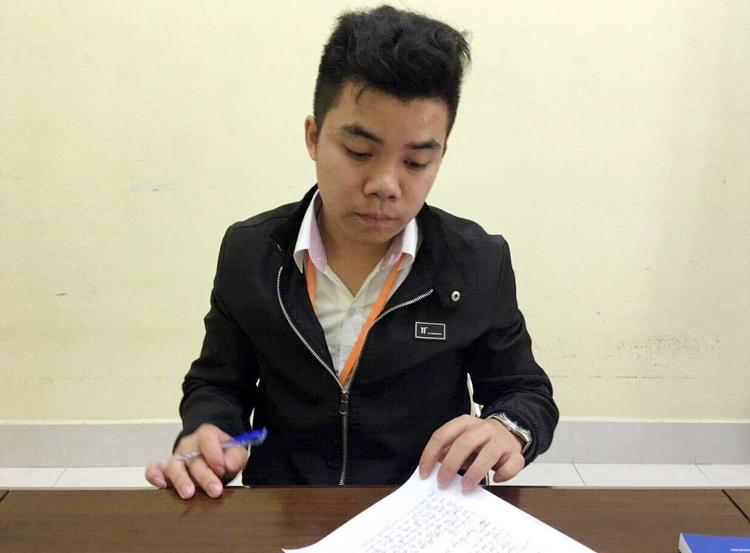 Nguyễn Thái Lực tại cơ quan điều tra. Ảnh: Công an cung cấp.