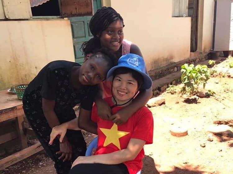 Nữ sĩ quan mũ nồi xanh giúp dân Trung Phi trồng trọt - page 3 - 8