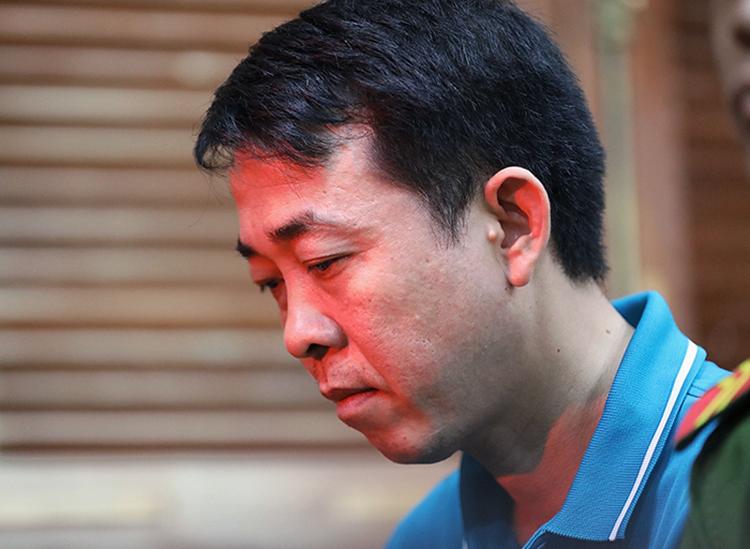 Nguyễn Minh Hùng tại toà. Ảnh: Hữu Khoa.