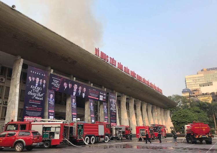 6 xe chữa cháy được huy động đến hiện trường. Ảnh: Giang Huy