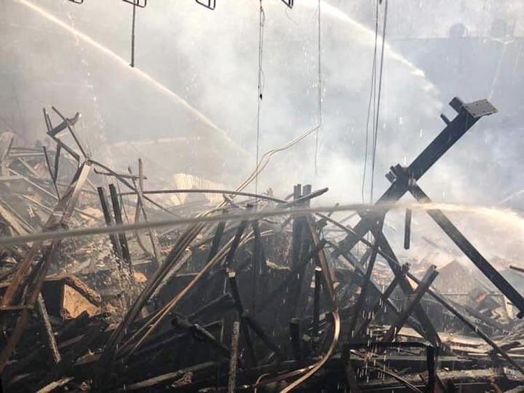 Khu vực sân khấu phía trong Cung đã bị cháy rụi.