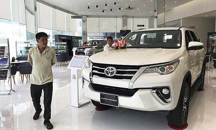 Toyota Fortuner tại một đại lý ở quận Bình Thạnh, TP HCM.