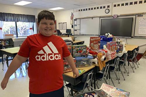 Cậu bé lớp 3 nhận món quà bất ngờ sau hỏa hoạn - ảnh 2