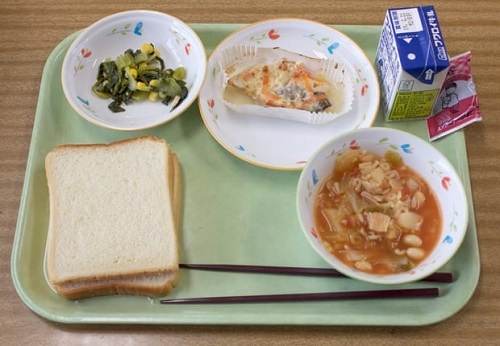Một bữa trưa dành cho học sinh 11 tuổi ở trường Konan. Ảnh:The Guardian