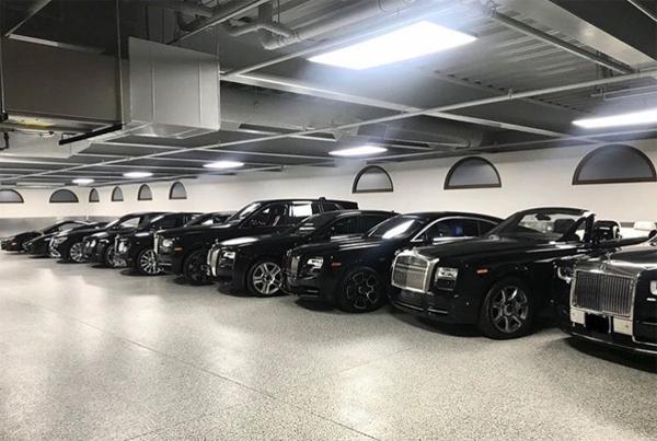 Một phần của bộ sưu tập xe của Mayweather, với 5 chiếc Rolls-Royce, 2-3 chiếc Bentley và vài xe khác. Ảnh: Floyd Mayweather