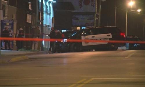Cảnh sát có mặt tại hiện trường vụ xả súng rạng sáng 6/10. Ảnh: CNN.