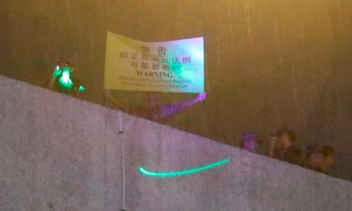 Quân đội Trung Quốc ở Hong Kong cảnh báo người biểu tình chiếu tia laser - ảnh 1