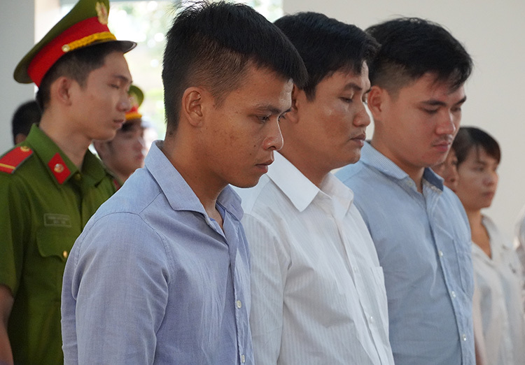 Ba cựu cán bộ trại giam lĩnh án - ảnh 1