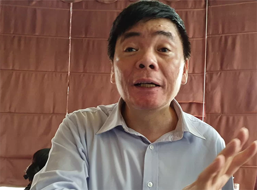 Luật sư Trần Vũ Hải tại văn phòng ở Hà Nội lúc khi công an khám xét. Ảnh: Việt Dũng