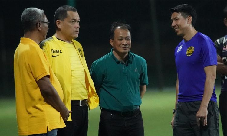 Tan Cheng Hoe (áo tím) và tuyển Malaysia đang rất tự tin trước khi tái ngộ Việt Nam. Ảnh: FAM.