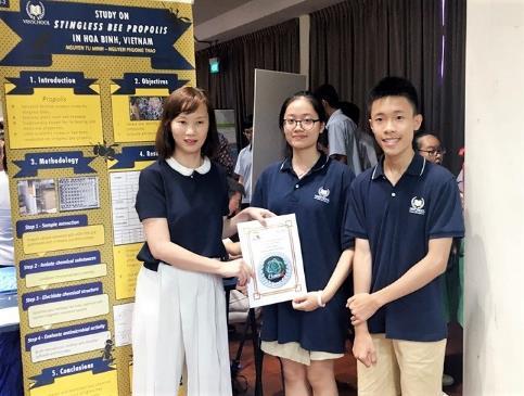 Học sinh Việt Nam đạt giải cuộc thi nghiên cứu khoa học tại Singapore - ảnh 1