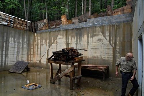Khu trại ngày tận thế giữa rừng sâu Mỹ - ảnh 3