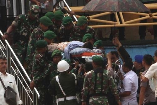 Kẻ đâm Bộ trưởng An ninh Indonesia liên quan đến IS - ảnh 2